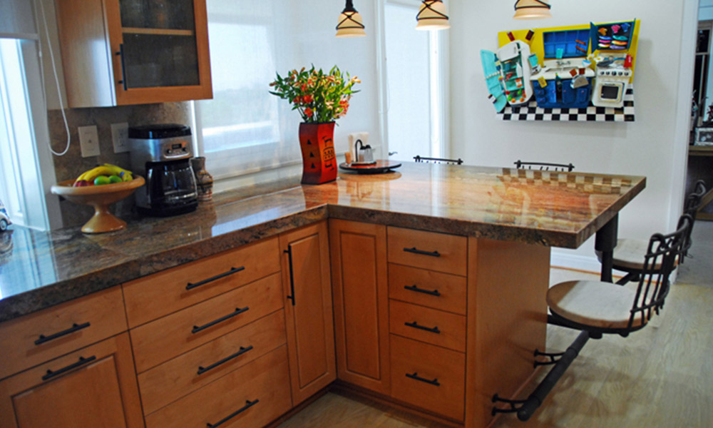 breakfast bar, eat in kitchen, granite countertops, kitchen hardware, kitchen ledge, pendant lighting, eclectic