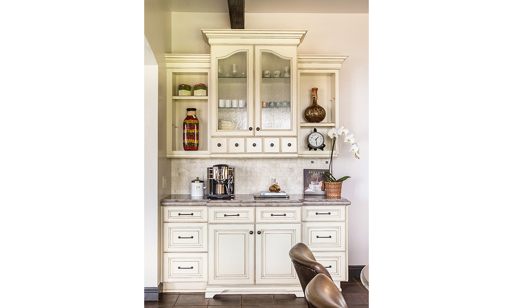 antique white kitchen cabinet, coffee bar, shabby chic cabinets, Alabastrino Rustico tile, neutral color backsplash, antique seedy glass